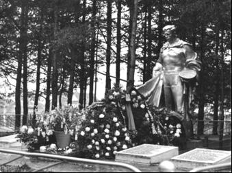 Братская могила в поселке Летнереченский