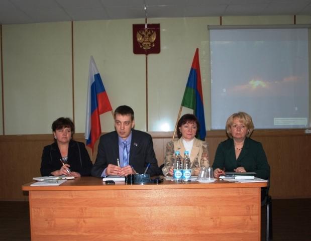 первая слева И.В.Кузичева, Глава Беломорского муниципального района
