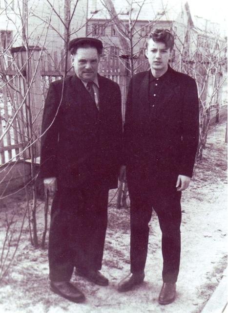 К.Я. Игнатьев с сыном Василием. Беломорск. 1962 г.