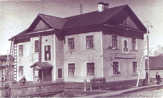 """Дом, в котором жил Б.К. Игнатьев с 1947 по 1967 год. Беломорск. 1961 г. Фото Б. К. Игнатьева. Из фондов МБУ """"Центр поморской культуры"""""""