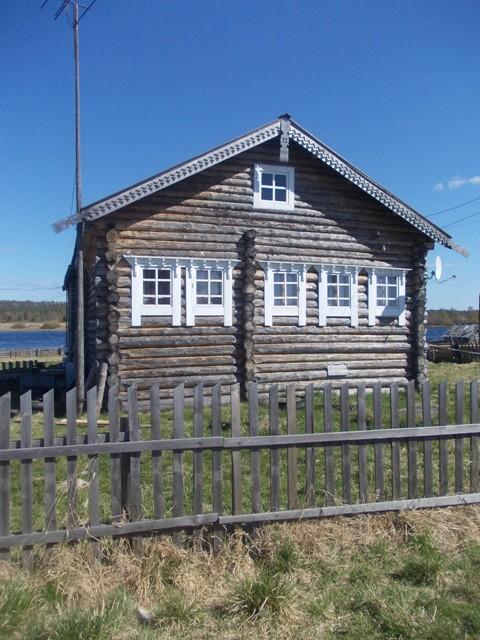 Деревня Панозеро. Один из восстановленных домов деревни. Фото О.Степановой. 22.05.2013 г.