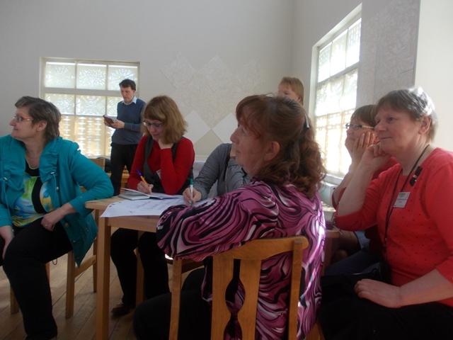 Участники семинара в деревне Вокнаволок. Фото О.Степановой. 23.05.2013 г.