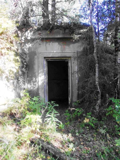 Один из входов, ведущий в бункер. Фото С. Кошкиной