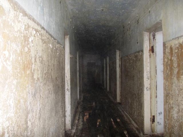 Один из коридоров нижнего этажа штаба