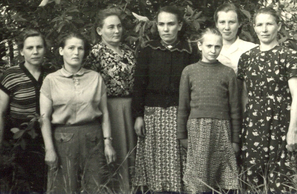Бухгалтерия горсовета. Крайняя справа Елизавета Ивановна Федотова. Беломорск. Конец 1950-х гг.