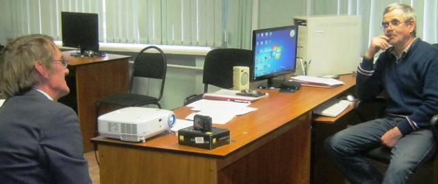 В.А. Устинов производит запись информанта. 7 октября 2013 г. Фото С. Кошкиной