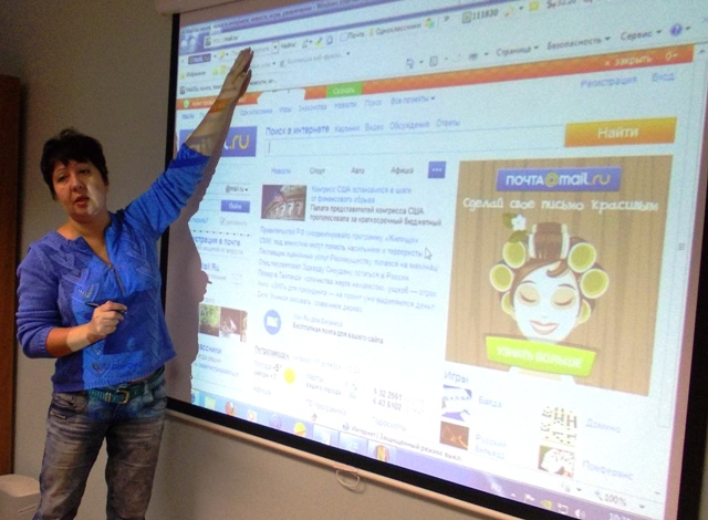 Елена Стебакова, преподаватель основ компьютерной грамотности. 17 октября 2013 г. Фото С.В. Кошкиной