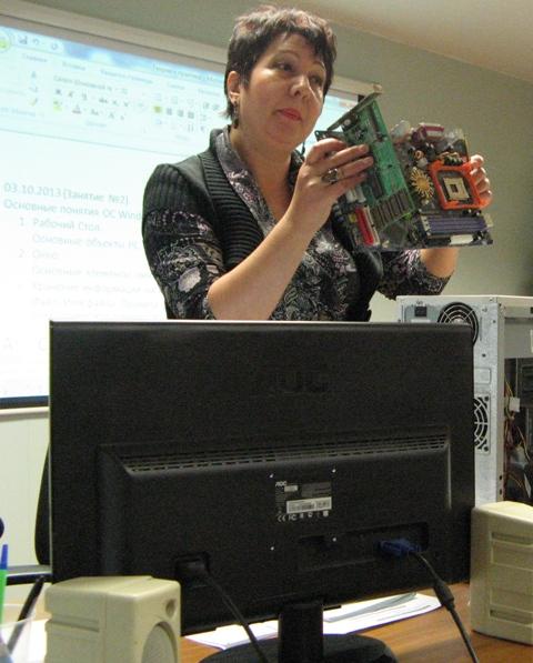 На втором занятии по проекту. Преподаватель Е.Н. Стебакова. 3 октября 2013 г. Фото С. Кошкиной