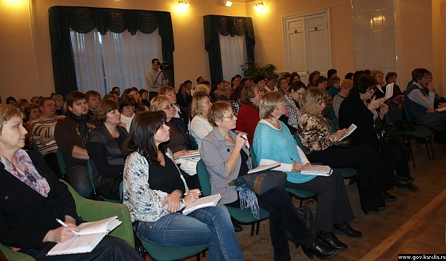 Участники семинара. Источник: http://www.gov.karelia.ru/gov/Photos/photo.html?id=36401