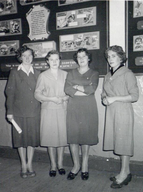 Слева направо В.И. Трухавая, Р.Ф. Кишкина, Н.С. Коновалова, Г. Пакулина. Бел-к. Конец 1950-х гг