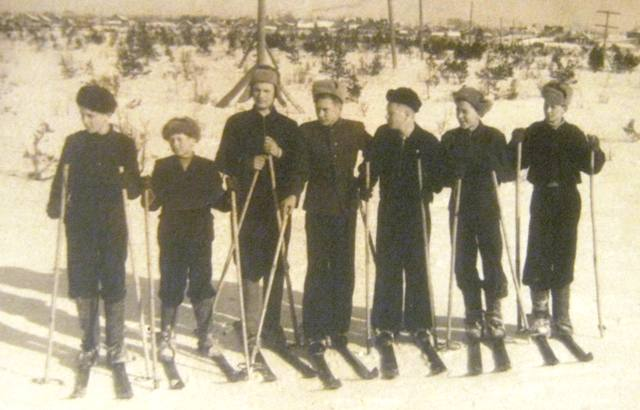 Лыжники на станции Выг. 1952 г. Из архива В.П. Брянчикова