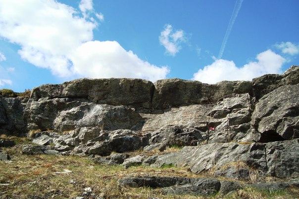 Скалы у д. Сальнаволок. Фото Т. Каньшиевой