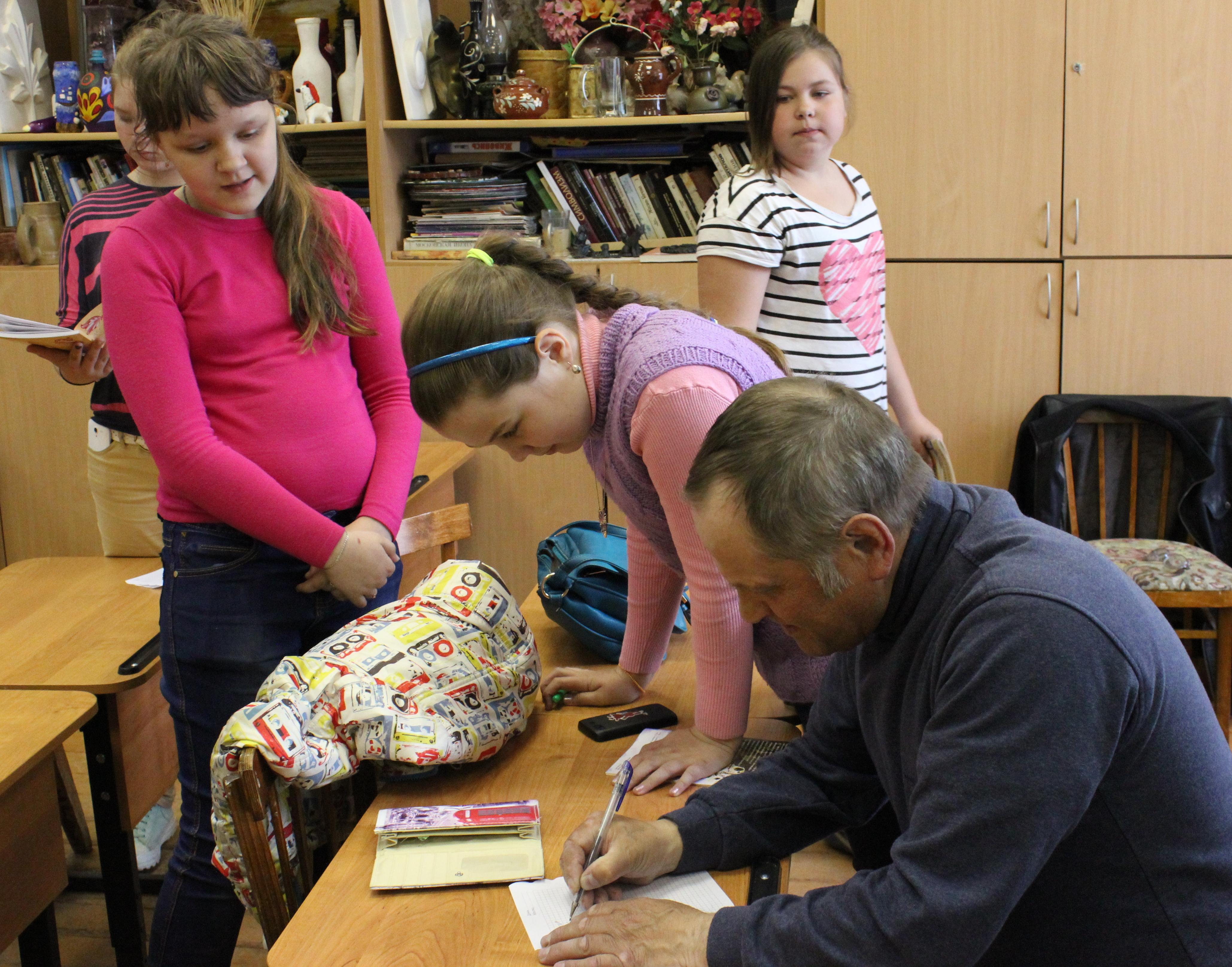 Творческая встреча В. Кобоева с учащимися Петроз. детской школы искусств. 28 мая 2014 г. Фото М. Июдиной (16)
