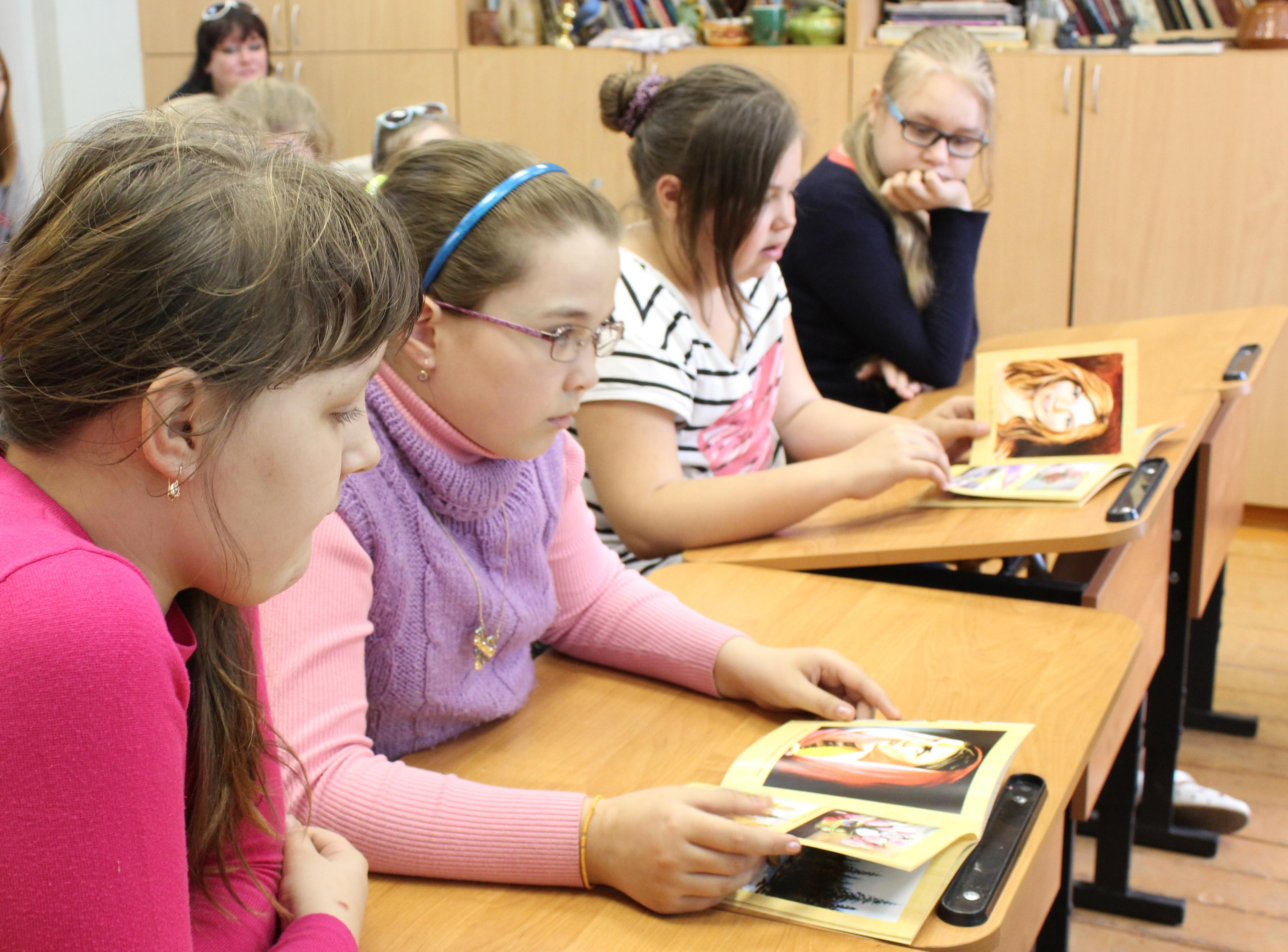 Творческая встреча В. Кобоева с учащимися Петроз. детской школы искусств. 28 мая 2014 г. Фото М. Июдиной (9)