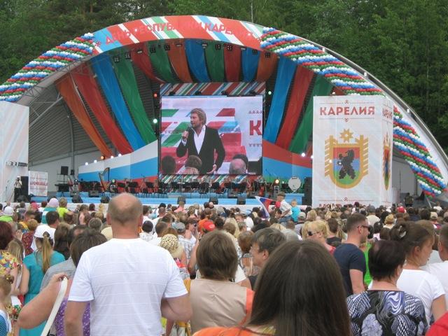 Площадь Дворца спорта, концерт Н.Баскова. Фото О. Степановой