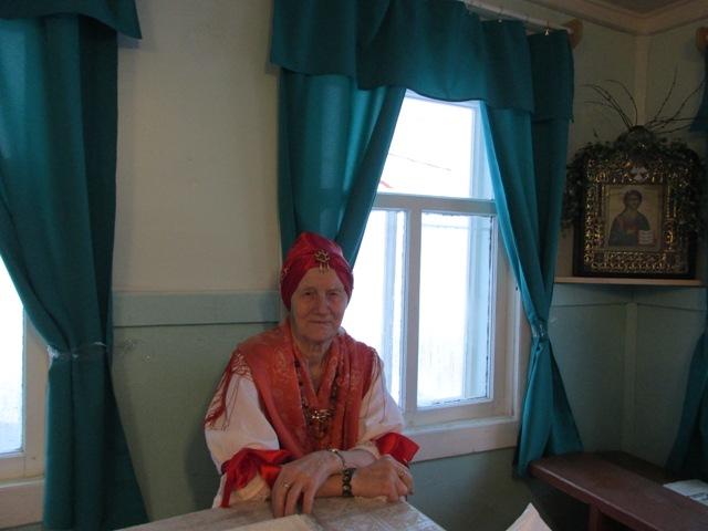 Участница Нюхотской фольклорной группы