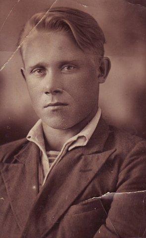 Михаил Андреевич Прокофьев. 1939 г. Из личного архива Е. Кулиевой