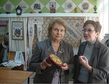 Валентина Пивненко и Ирина Ильина в музее-мастерской. 7 марта 2013 г.