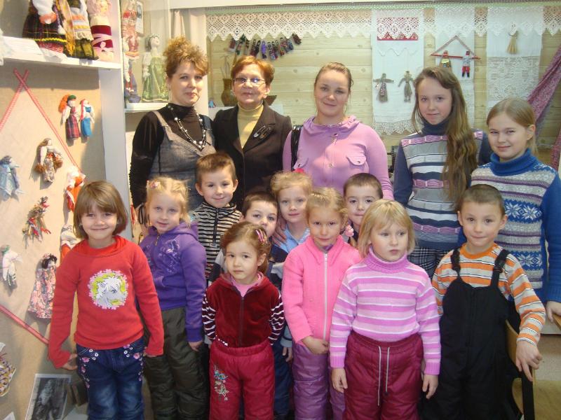 ekskursiya-v-muzey-masterskuyu-rukodeliya-pomorya-pedagog-i-g-ilina-noyabr-2011-g