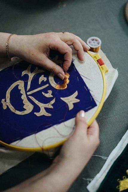 Фотосессия артели золотошвеек, Центр поморской культуры, Беломорск, 19 апреля 2018 г. Фото И. Олконен